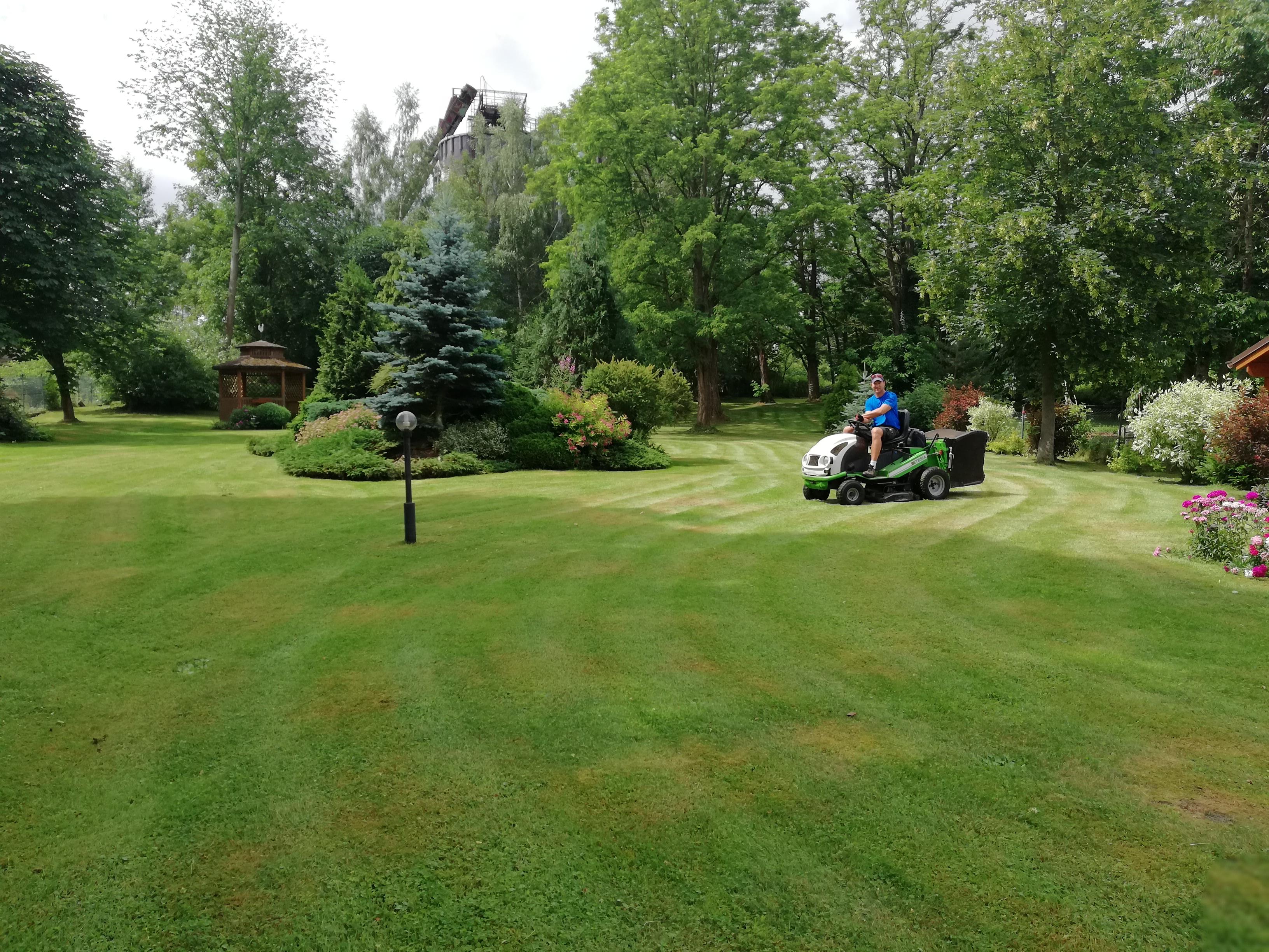 40449023-lawn-mower-stock-photo-lawn